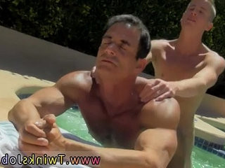 Free movieture galleries of naked hook-upy men who like to swim Daddy