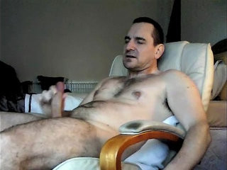 wanking and spunkming while looking at frimitt on xvideo