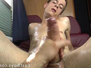 18 Boy Gets Handjob in My webcamper